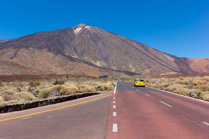 Carretera para subir al Teide en Tenerife