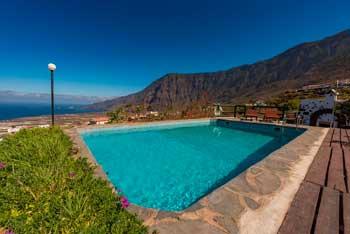 Casa Rural con piscina en El Hierro La Brujita