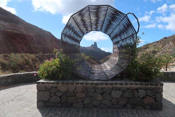 Cesta de Mimbre de Tejeda tumbada al Roque Bentayga