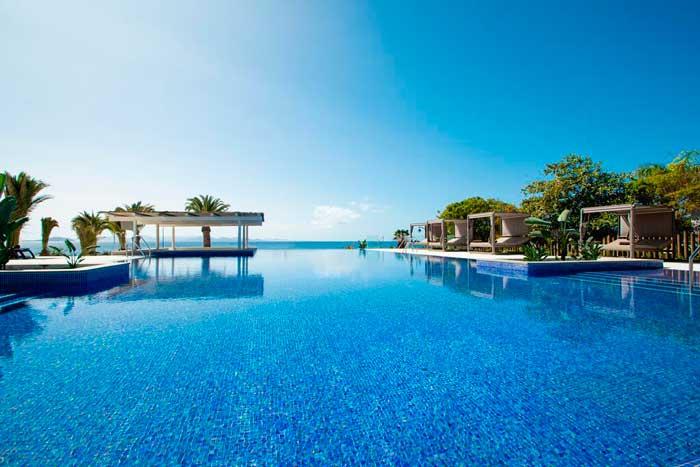 Piscina del Hotel Dreams Lanzarote de Playa Dorada en Playa Blanca