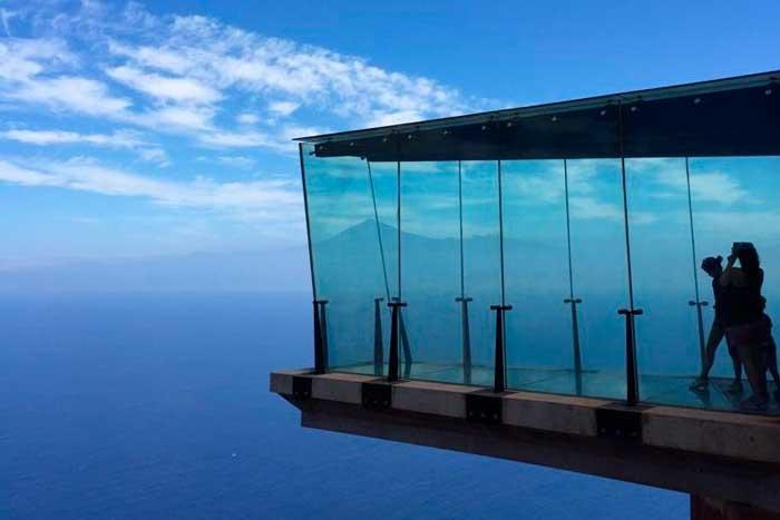 Mirador de cristal Abrante en Agulo en la isla de La Gomera