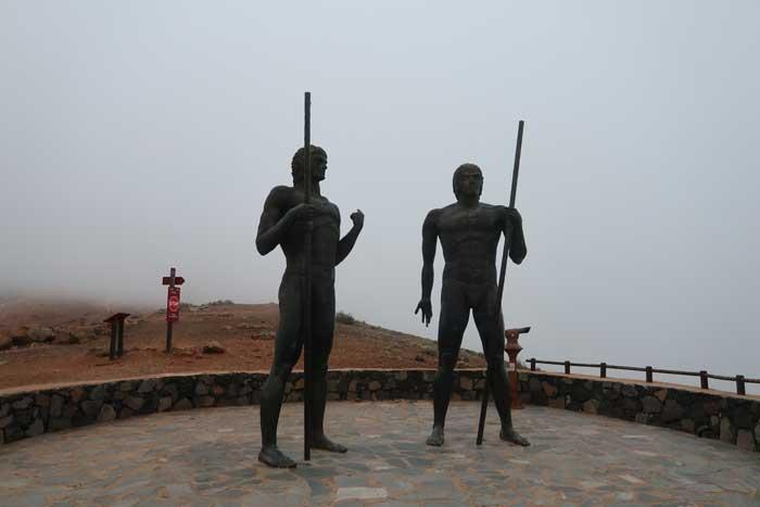 Mirador de Guise y Ayose con sus esculturas en Betancuria, Fuerteventura