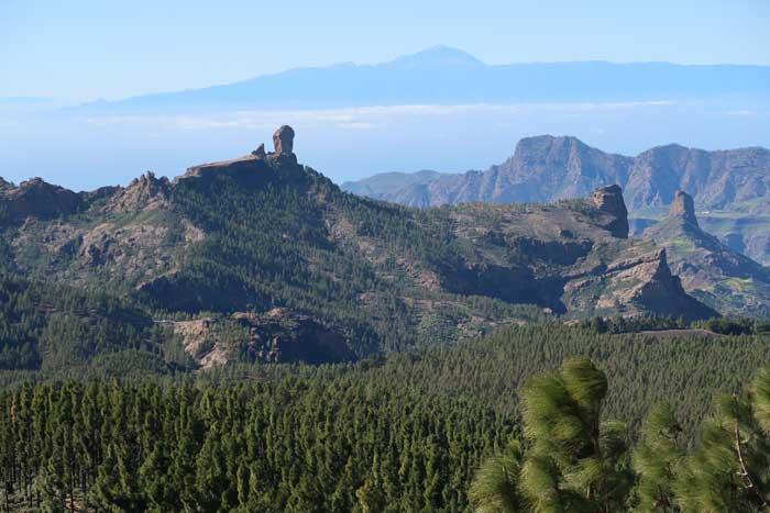 Roque Nublo, Bentayga y Teide desde el Mirador del Pico de las Nieves
