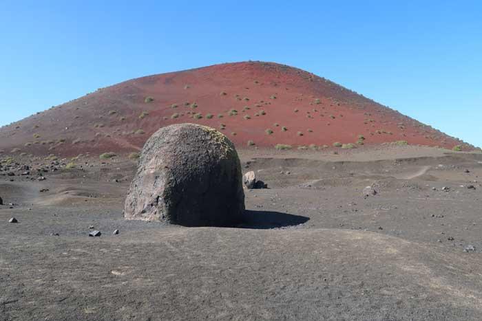 Caldera Colorada con la bomba volcánica más grande del mundo, Lanzarote