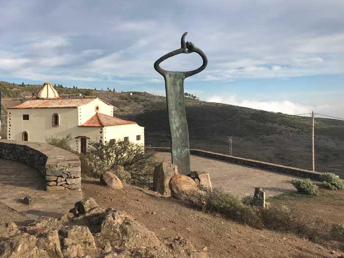 Monumento al Silbo Gomero en el Mirador de Igualero