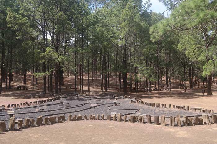 Mosaico de la Isla de El Hierro en el Camping Hoya del Morcillo en El Pinar