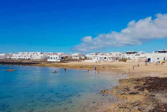 Playa de Caleta de Sebo de La Graciosa en Canarias