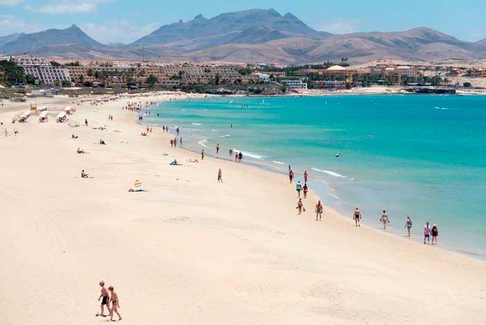 Playa de Costa Calma en Fuerteventura, uno de los imprescindibles que ver en la isla