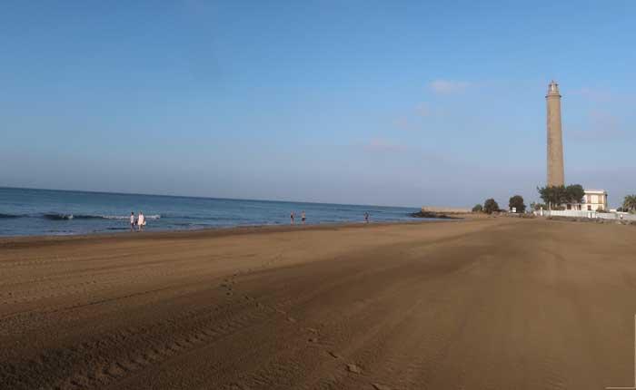 Playa y faro de Maspalomas en Gran Canarias