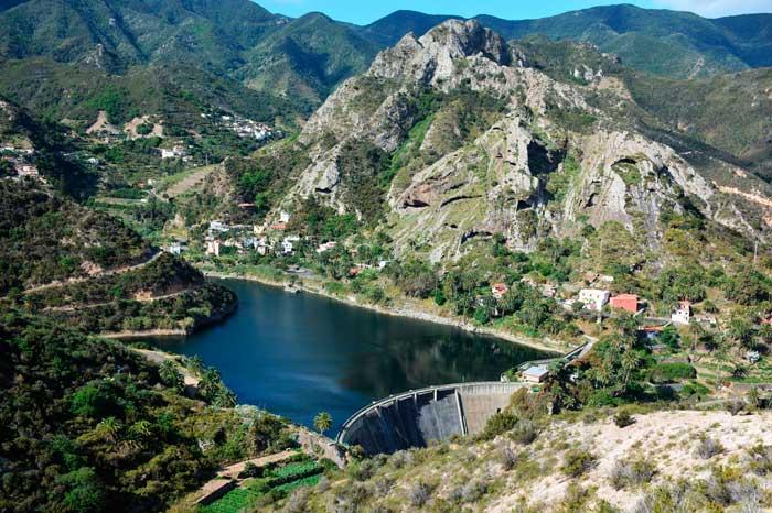 Presa La Encantadora en Vallehermoso, parada al viajar al norte de la isla colombina