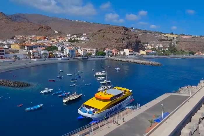 Puerto de Playa de Santiago en el sur de La Gomera