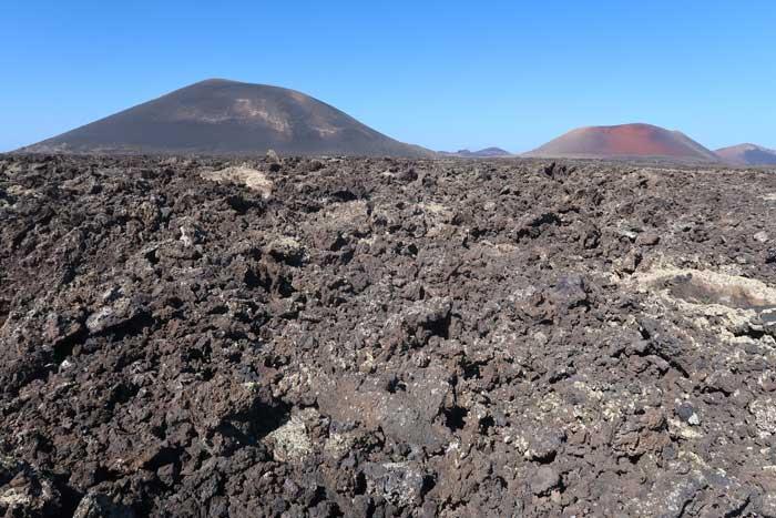 Volcanes de Timanfaya en Lanzarote y ríos de lava