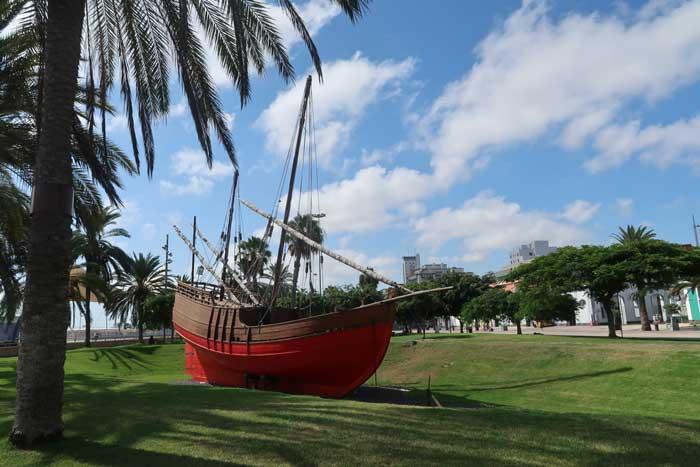Viajar a Las Palmas de Gran Canaria, turismo en Santa Catalina con barco de Colon