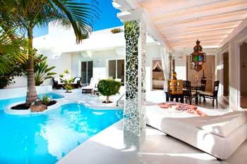 Villa de lujo con piscina en Corralejo, norte de Fuerteventura, KATIS