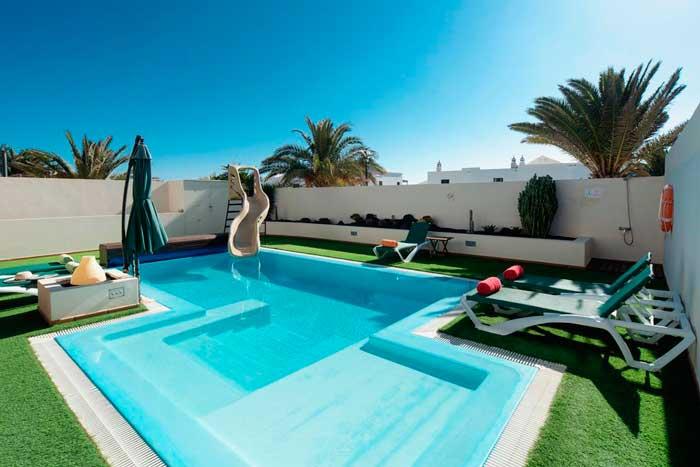 Villa en Lanzarote con piscina privada y tobogán